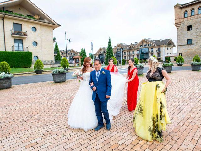 La boda de Alberto y Beatriz en Gorraiz, Navarra 32