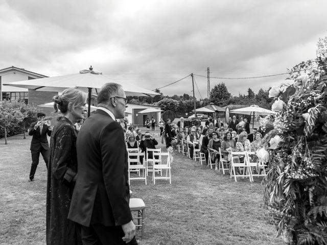 La boda de Juan y Virginia en Gijón, Asturias 30