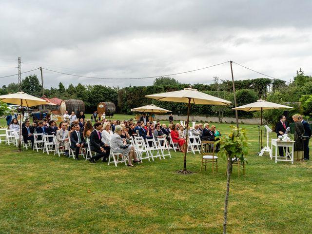 La boda de Juan y Virginia en Gijón, Asturias 32