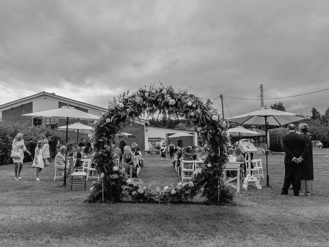 La boda de Juan y Virginia en Gijón, Asturias 33