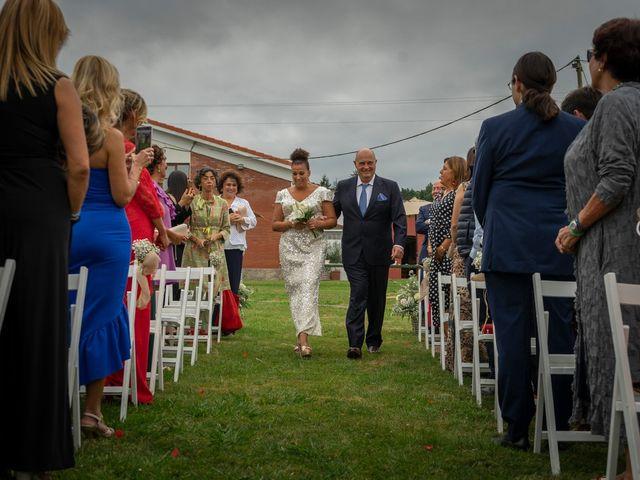La boda de Juan y Virginia en Gijón, Asturias 43