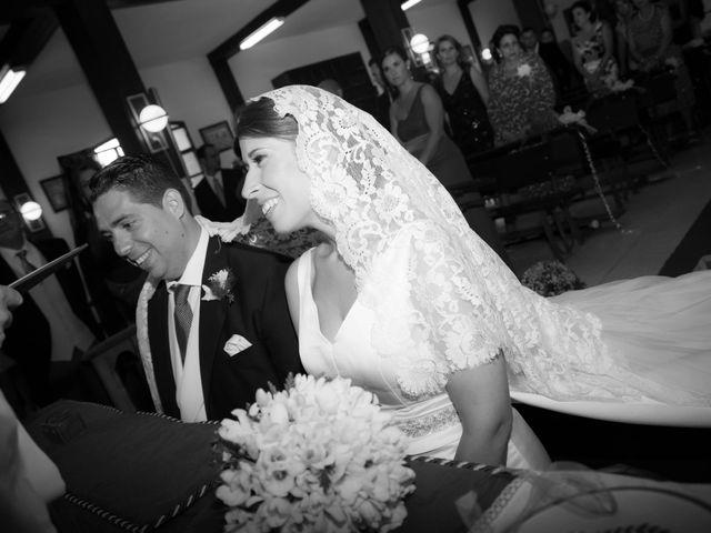 La boda de Martín y Macarena en Algeciras, Cádiz 31