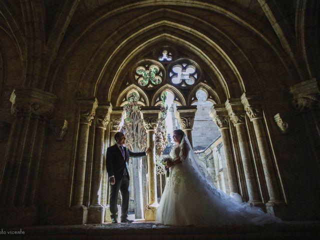 La boda de Roberto y Amparo  en Ciudad Rodrigo, Salamanca 33