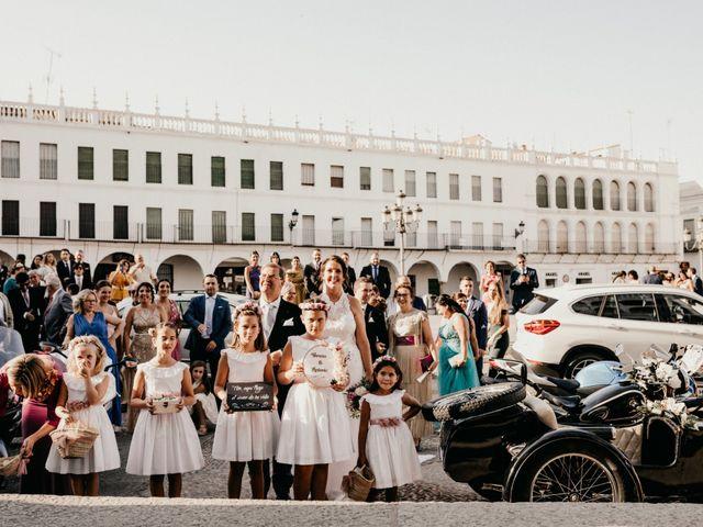 La boda de Antonio y Vanessa en Llerena, Badajoz 54
