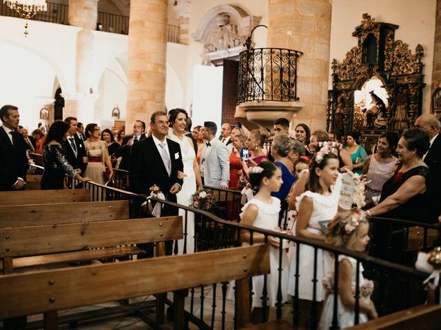 La boda de Antonio y Vanessa en Llerena, Badajoz 57