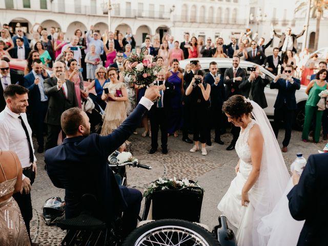 La boda de Antonio y Vanessa en Llerena, Badajoz 80