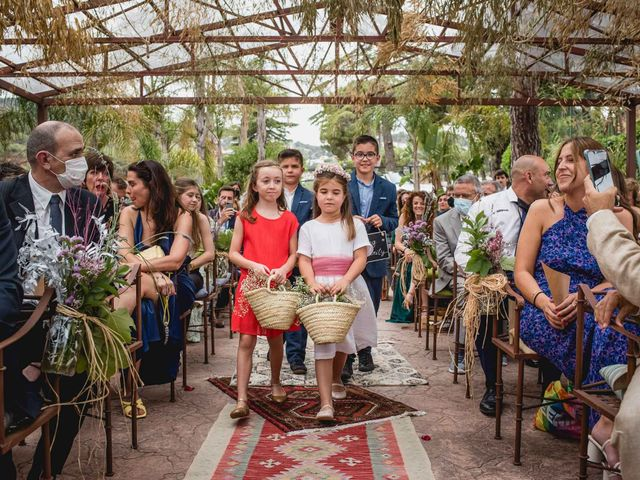 La boda de Xavi y Patricia en Alella, Barcelona 35