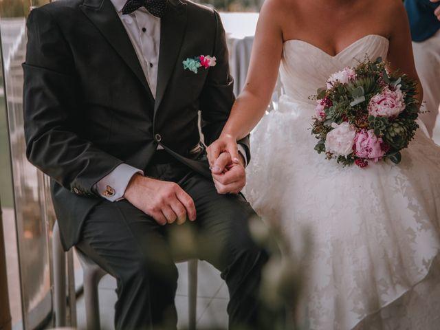 La boda de Davide y Victoria en La/villajoyosa Vila Joiosa, Alicante 17