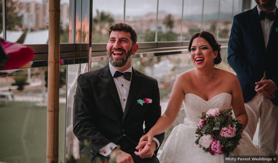 La boda de Davide y Victoria en La/villajoyosa Vila Joiosa, Alicante
