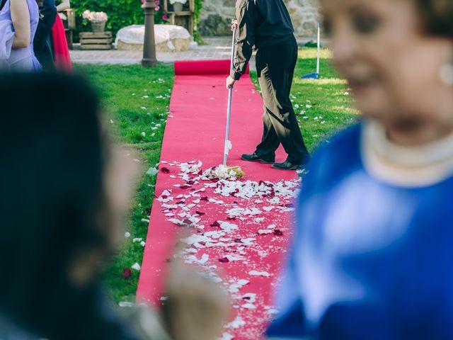 La boda de Juan y Laura en Valdemorillo, Madrid 22