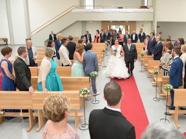 La boda de David y Vanesa en Oviedo, Asturias 11