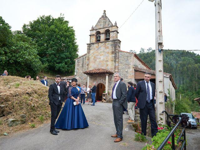 La boda de Alejandro y Lucía en Luces, Asturias 17