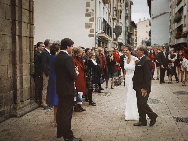 La boda de Ander y Amaia en Zarautz, Guipúzcoa 30