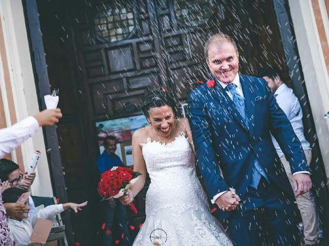 La boda de Rafa y Elia  en Huelva, Huelva 3
