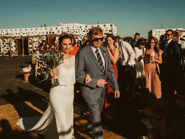 La boda de César y Elena en Los Rodeos (Isla De Lanzarote), Las Palmas 42