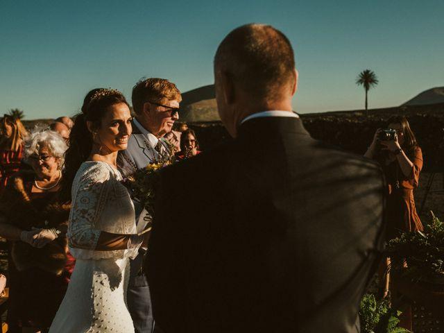 La boda de César y Elena en Los Rodeos (Isla De Lanzarote), Las Palmas 44