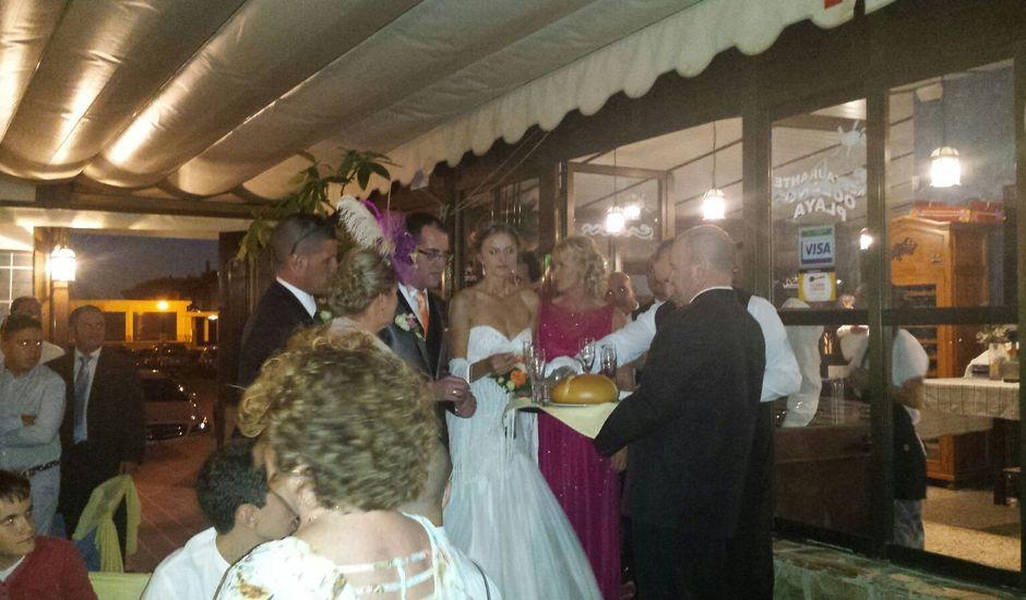 La boda de Dorota y Claudio en Isla Cristina, Huelva