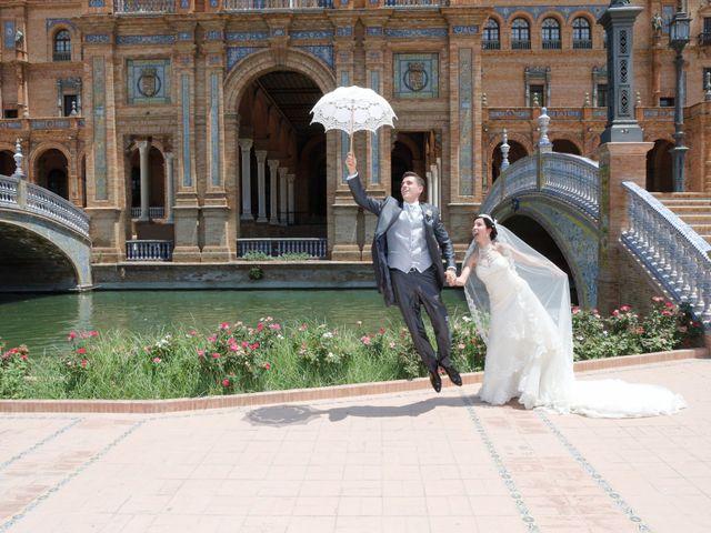La boda de Gonzalo y Natalia en Alcala De Guadaira, Sevilla 25