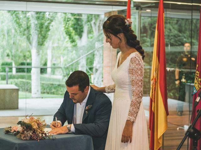 La boda de Javier y Claudia en Madrid, Madrid 30