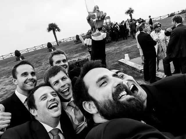 La boda de Álvaro y Idoia en Donostia-San Sebastián, Guipúzcoa 25