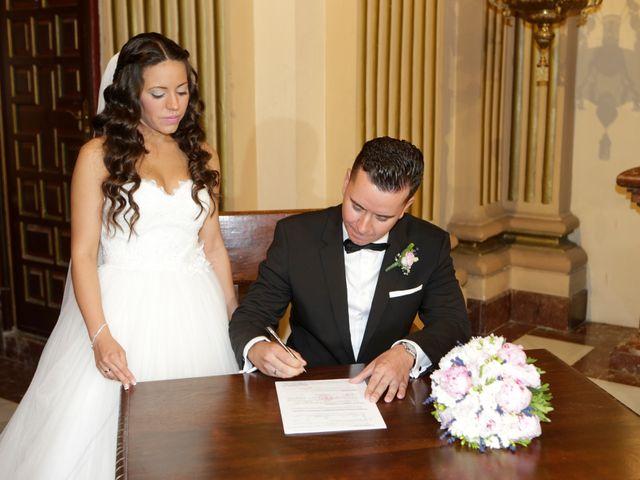 La boda de Miguel y Cristina en Dos Hermanas, Sevilla 19