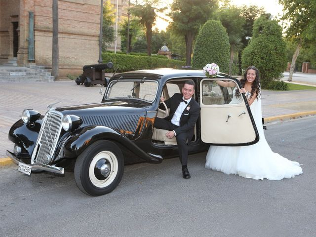 La boda de Miguel y Cristina en Dos Hermanas, Sevilla 23