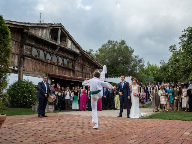 La boda de Arkaitz y Olatz en Loiu, Vizcaya 25