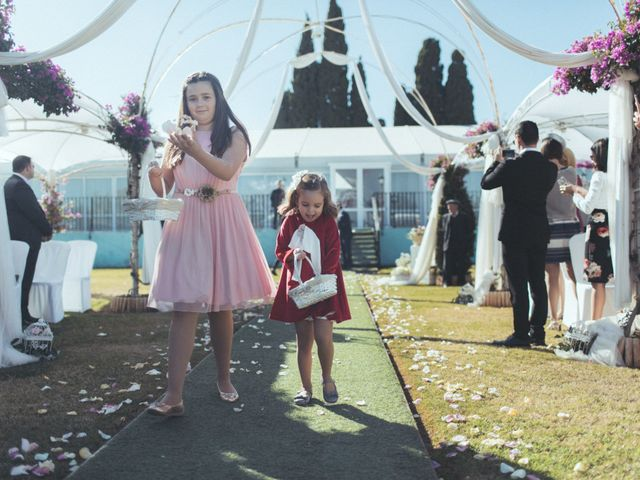 La boda de Ismael y Isabel en L' Ènova, Valencia 77