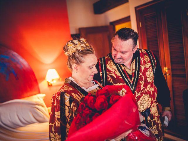 La boda de Carlos y María en Torrecaballeros, Segovia 43