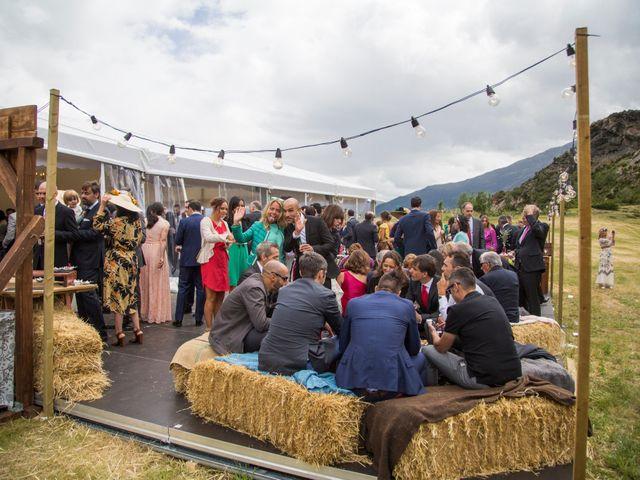 La boda de Lucas y Angela en Santuario Guayente, Huesca 22