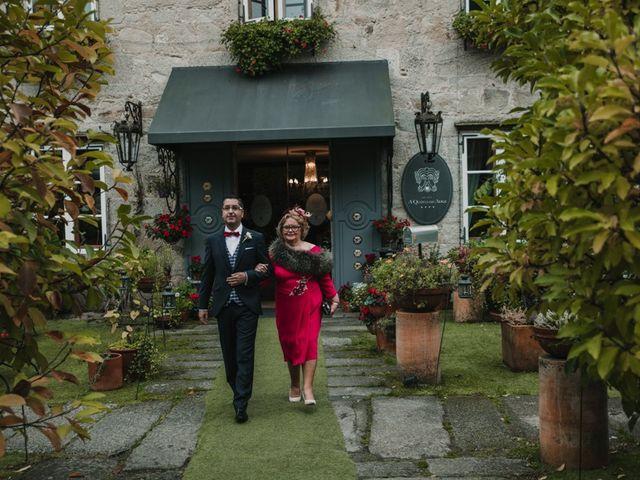 La boda de Isaac y Cris en Santiago De Compostela, A Coruña 23