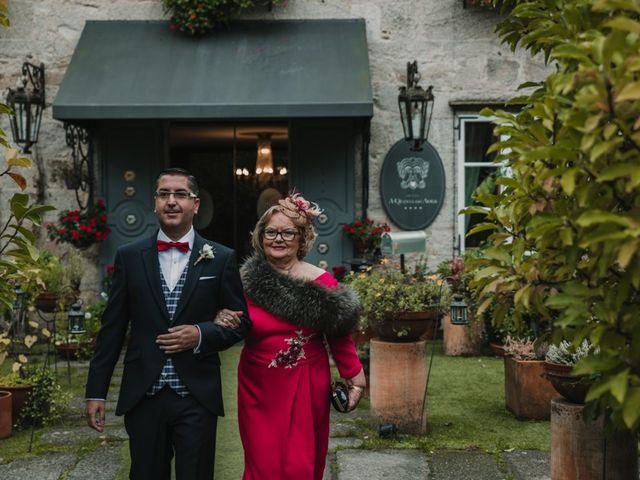 La boda de Isaac y Cris en Santiago De Compostela, A Coruña 24
