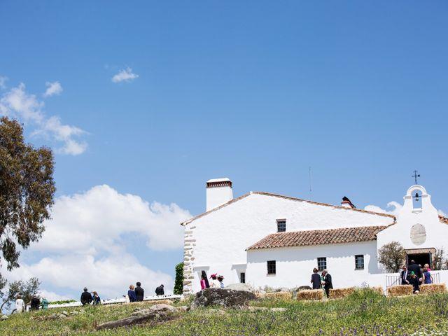 La boda de Luís y María en Barcarrota, Badajoz 37