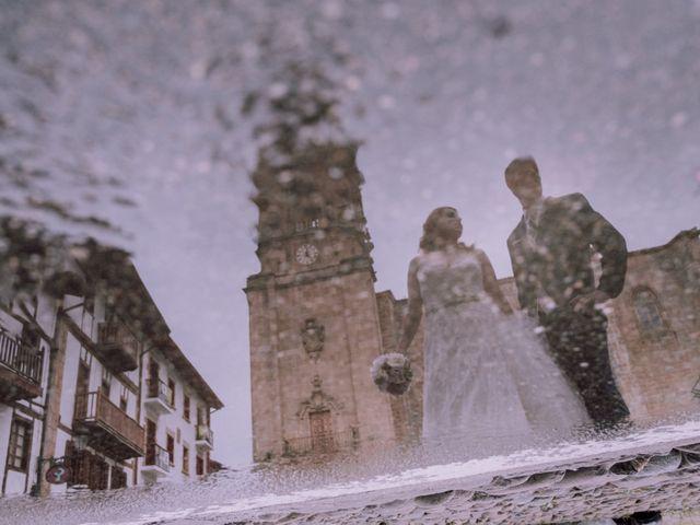 La boda de Mikel y EIder  en Usurbil, Guipúzcoa 26