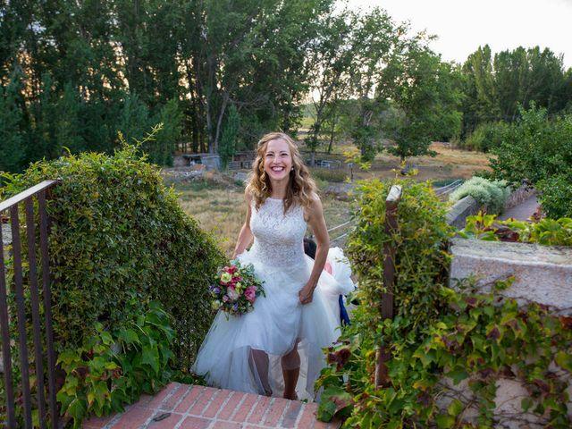La boda de David y Carolina en Hoyuelos, Segovia 47