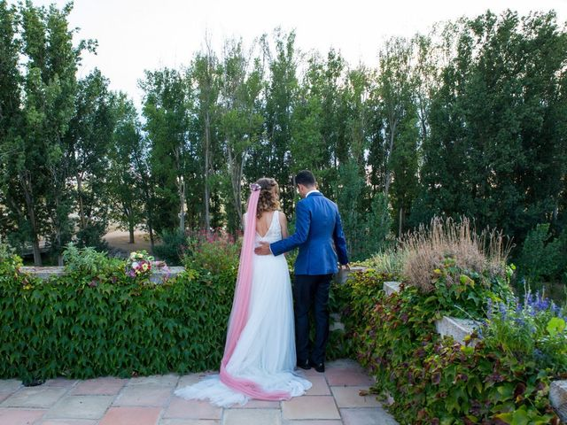La boda de David y Carolina en Hoyuelos, Segovia 51