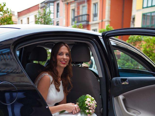 La boda de Alejandro y Laura en Gijón, Asturias 21