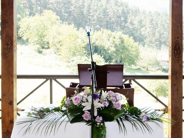 La boda de Mikel y Gitcha en Zeanuri, Vizcaya 28
