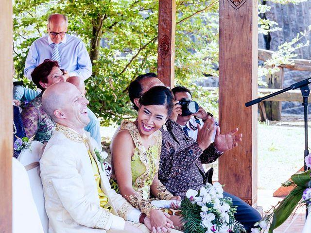 La boda de Mikel y Gitcha en Zeanuri, Vizcaya 32