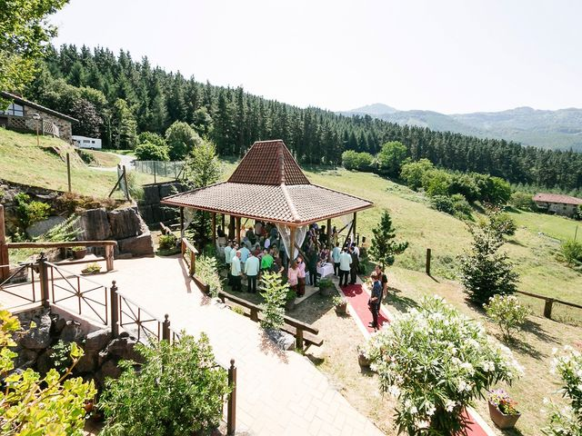 La boda de Mikel y Gitcha en Zeanuri, Vizcaya 35