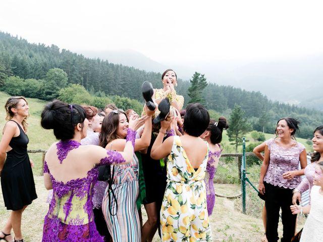 La boda de Mikel y Gitcha en Zeanuri, Vizcaya 50