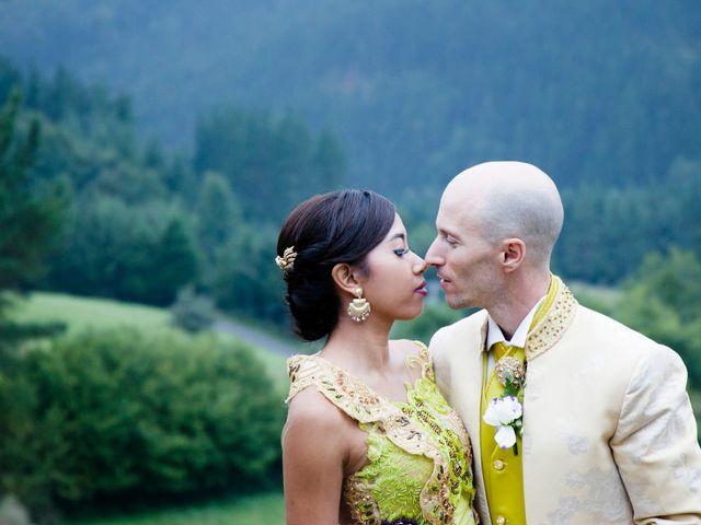 La boda de Mikel y Gitcha en Zeanuri, Vizcaya 56