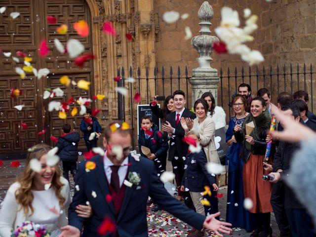 La boda de Adrián y María en León, León 23