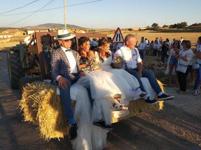 La boda de Isa y Tamara en Ferreruela De Huerva, Teruel 7