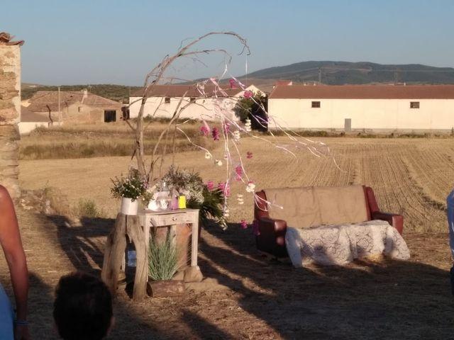 La boda de Isa y Tamara en Ferreruela De Huerva, Teruel 8