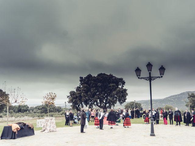 La boda de Rebeca y Jonathan en Collado Villalba, Madrid 23
