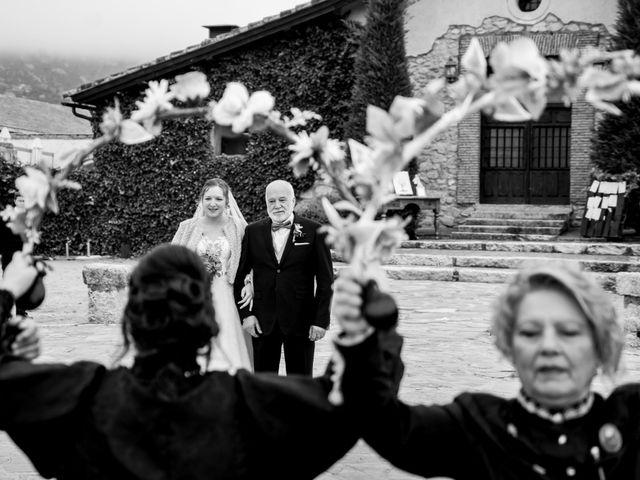 La boda de Rebeca y Jonathan en Collado Villalba, Madrid 25