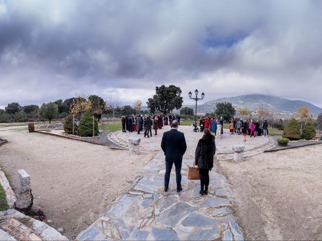 La boda de Rebeca y Jonathan en Collado Villalba, Madrid 30