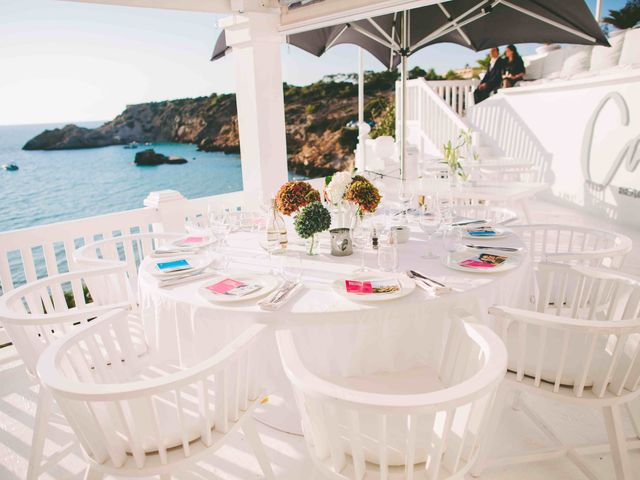 La boda de Agus y Raquel en Cala Tarida, Islas Baleares 15