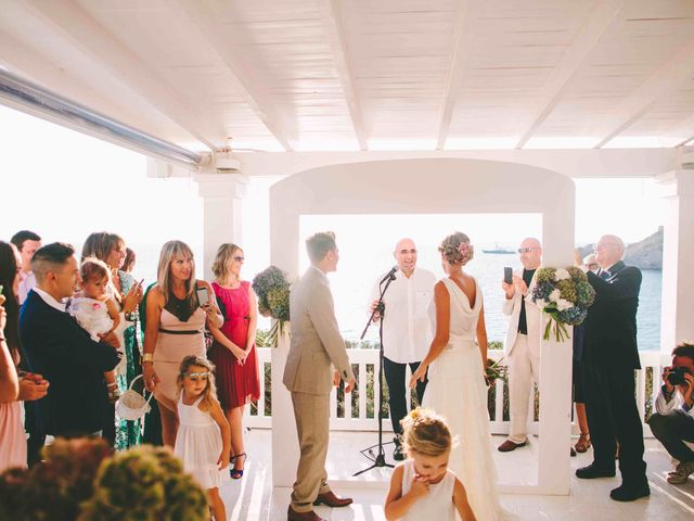 La boda de Agus y Raquel en Cala Tarida, Islas Baleares 17